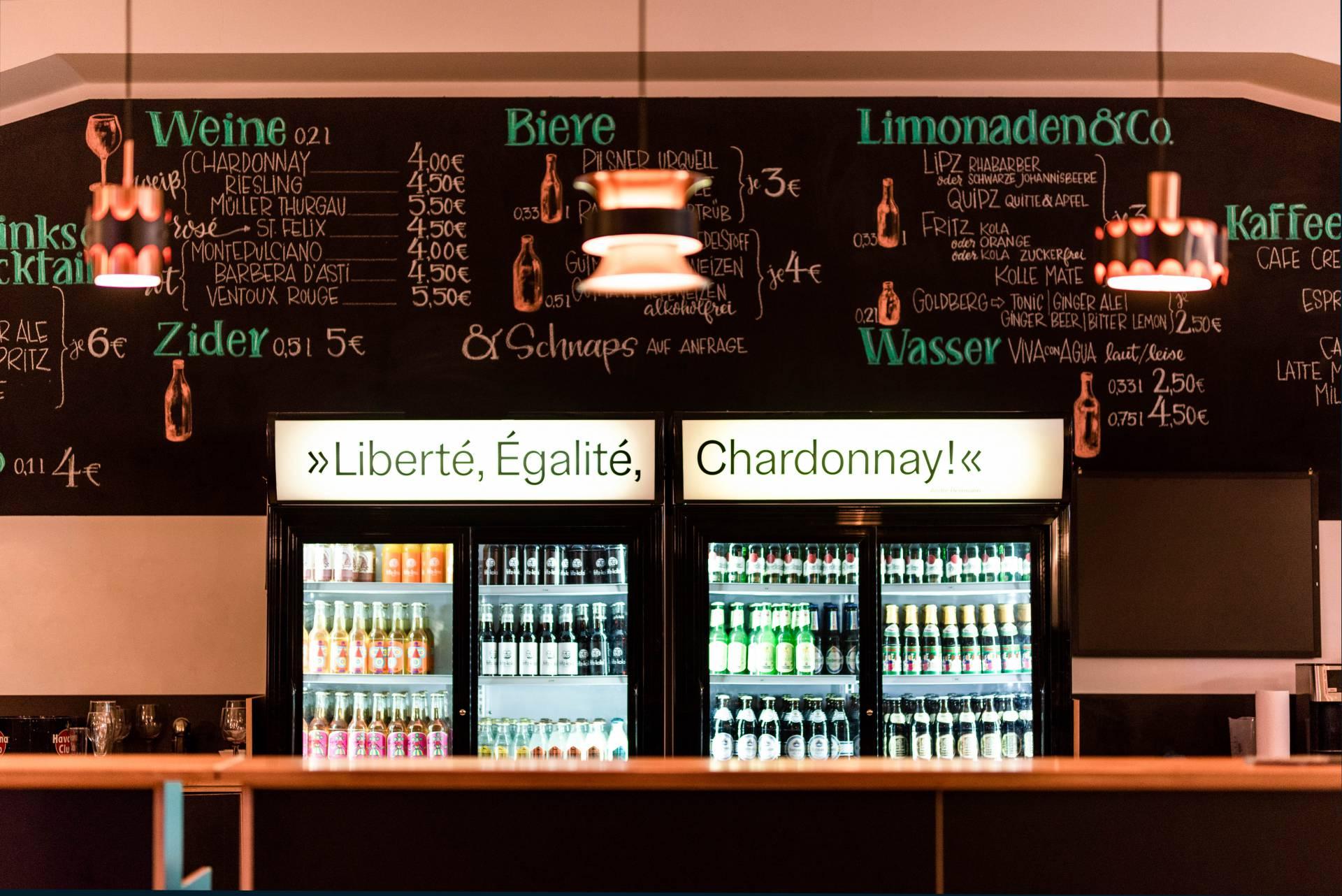 Die Bar ist elementarer Bestandteil jeder Veranstaltung. (Konrad Stöhr)